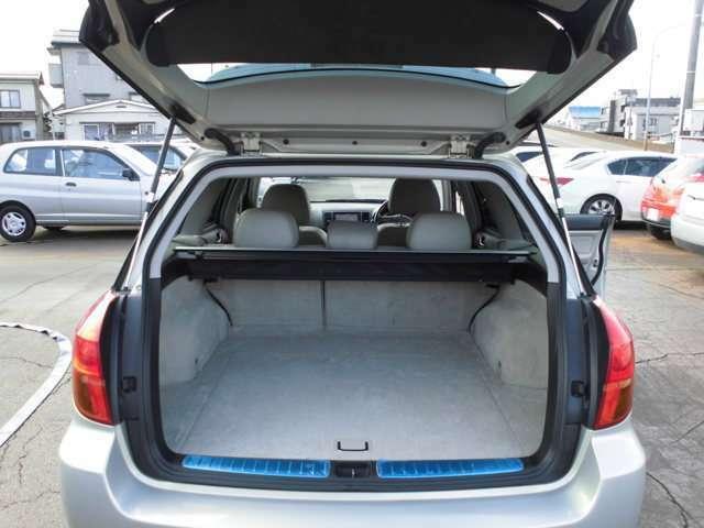 リヤシート畳めば大きな荷物も積めます
