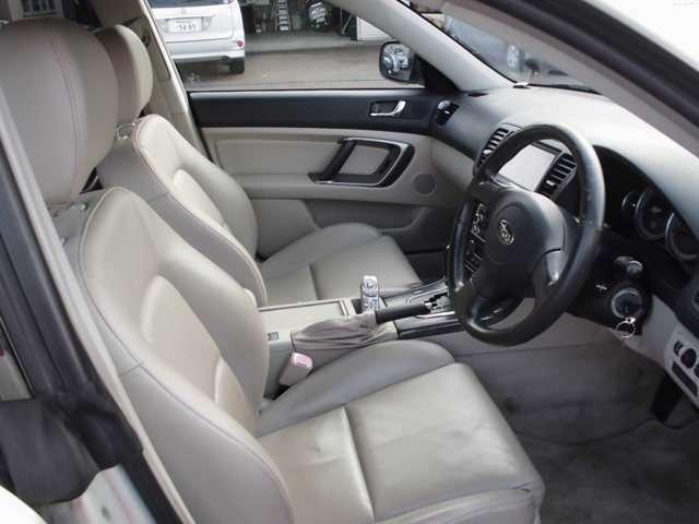 本革シート。運転席パワーシート。左右フロントシートヒーター内蔵