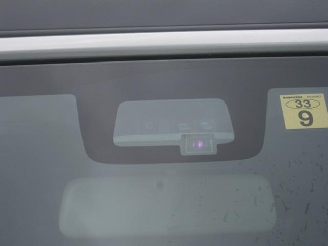 単眼カメラ+レーザーレーダーのデュアルセンサーで、前方のクルマや歩行者を検知♪音やメーターの表示で警告し、衝突の可能性が高まると、自動で強いブレーキをかけ、衝突の回避または衝突時の被害軽減を図ります