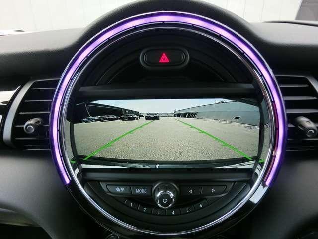 バックカメラは後方の状況を画面に表示してくれるのでとっても安心です。狭い駐車場でも貴方をしっかりサポートしてくれます。