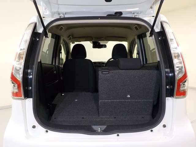リヤシートを倒すと大きな荷物も入ります 片側、両側可能