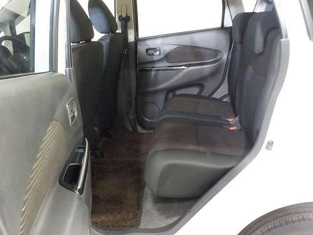大人2人が乗っても十分なスペースのリヤシート