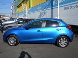 鮮やかなブルーのデミオ!!飽きの来ない乗っていて楽しくなる車です。