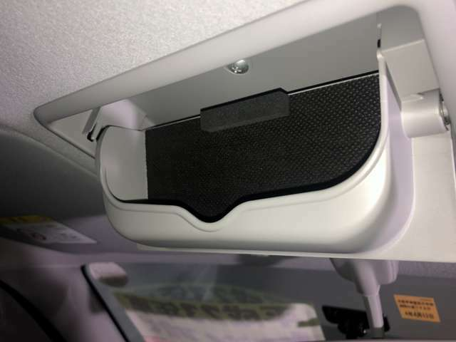 サングラス収納ボックスが天井にございます!