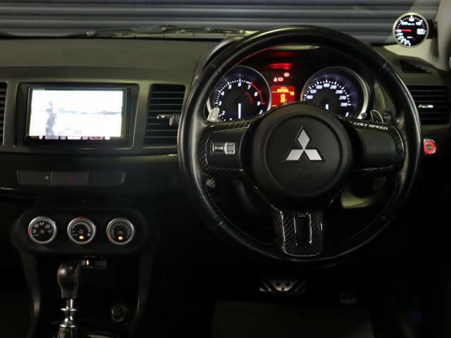 社外ナビ!カロッツェリアHRZ009!運転席廻りは使用感も少なく綺麗な状態です!