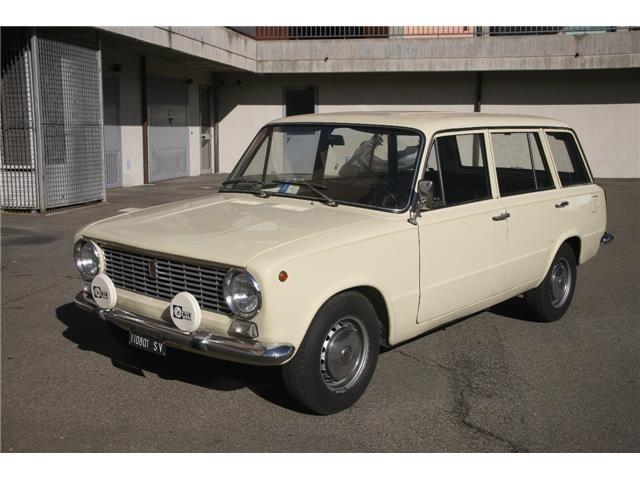 1970年FIAT124ファミリアーレ。