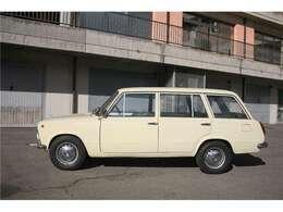 ファミリアーレのような商用車はセダンに比べて状態の良い車両はイタリアでも大変希少です。