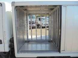 荷箱前列左右長さ94×幅75cm。