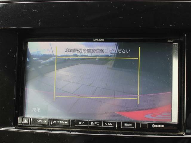 バックカメラ装備で後方視界もオーケー!!駐車に自信がない方でもカメラがアシストしてくれます!