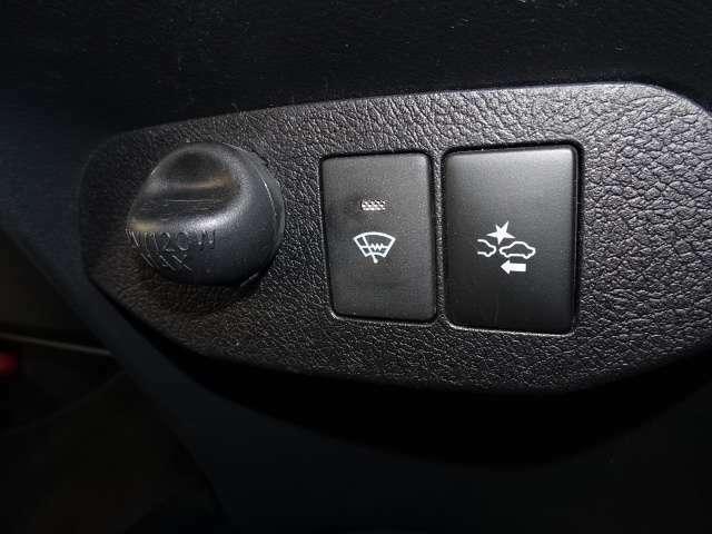【衝突被害軽減ブレーキ】前方の自動車を検知し、追突の危険性が高まったら、音や警告灯などで警告し、ドライバーにブレーキ操作を促します!