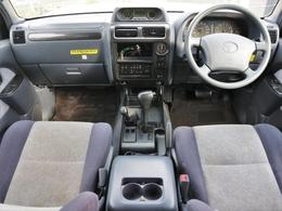 内装はこれからクリーニングやシート張替えなど施工します。