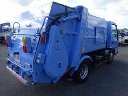 AMFMラジオ  電動格納ミラー  集中ドアロック  DPD:排出ガス浄化装置  HSA:坂道発進補助装置  ASR:走行時のスリップから車両を守る装置
