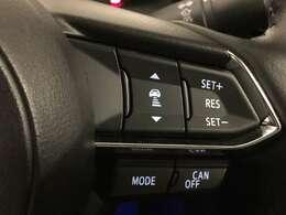 【レーダークルーズコントロール】ミリ波レーダーなどからの情報により先行車を認識。設定車速内で車間距離を保ちながら追従走行します。希望の車速で定速走行ができるクルーズコントロールへの切り替えも可能です。