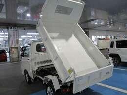 指定整備工場にて国家資格整備士が納車時に点検・整備を実施して納車致します。