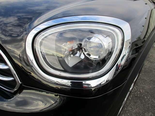 LEDヘッドライトなので夜間も安心して運転を楽しめます。