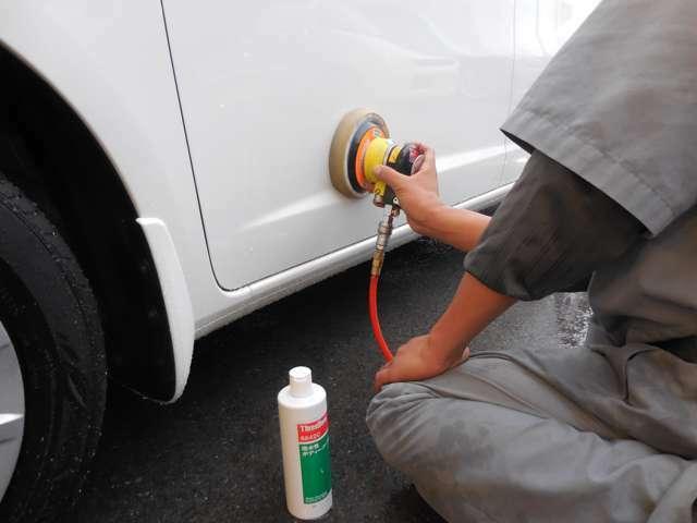Bプラン画像:テフロンコーティング剤を塗り込んいきます。施工後は水洗いでおねがいします。市販のワックスは使用しないでください。水洗いで落ちない汚れがある場合は専用クリーナ(別売5400円)もございます。