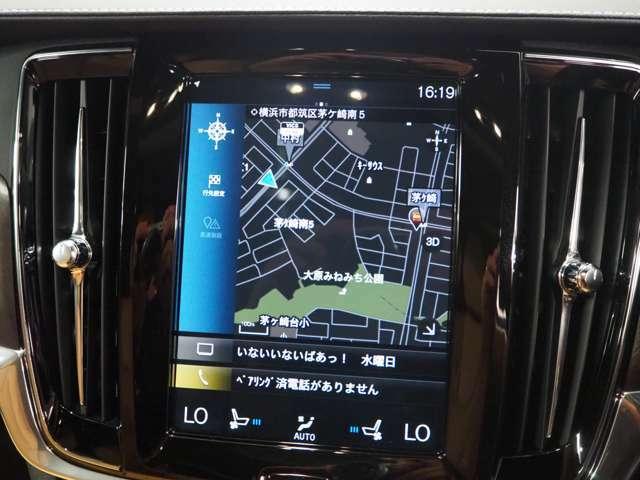 純正HDDナビゲーションが装備されており、統一感は純正が一番です。