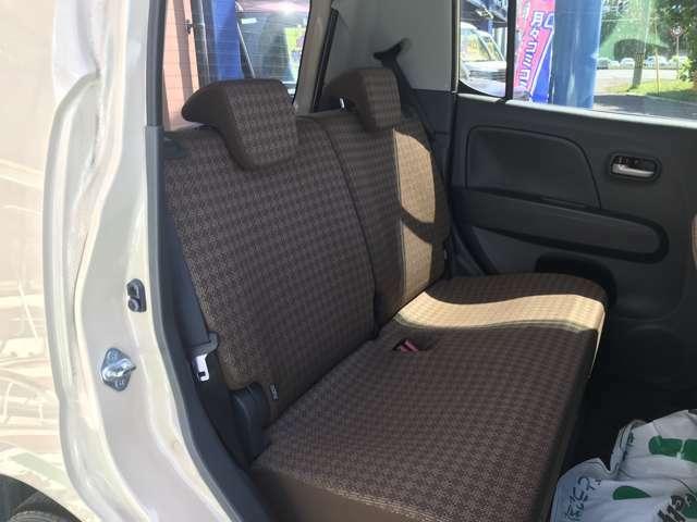 セカンドシートはゆったりしたスペースが確保されているので、大人の方が乗っても広々☆