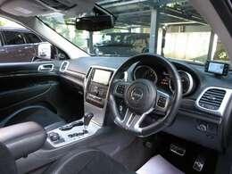 Jeep江戸川[認定中古車]をご覧頂き誠にありがとうございます!V8エンジン搭載!20インチブラックAW!サンルーフ装備のお車です!お気軽にお問合せ下さいませ!