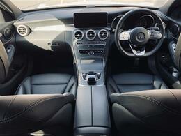 レーダーセーフティー機能は最適な車間距離を自動でキープ。安全性を高めドライバーの疲労を軽減するストップ&ゴーパイロット付ディストロニック・プラス&ステアリングアシスト等により快適にクルーズが可能です。