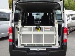 型式:CBF-VR2E26/2019年02月登録/4ナンバー(小型貨物車)/1年車検/2WD/5ドア/2000cc/ガソリン車/3[6]人乗り/和光工業製パワーリフト付(最大昇降能力400kg)