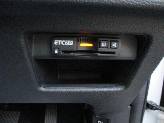 ETCが装備されております。高速道路利用の際には有ると便利な機能になります。クレジットカード清算になります。