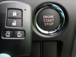 ●【スマートキー&プッシュスタート】ポケットに入れたまま鍵を挿さずに鍵の開閉、エンジンの始動を行えますので一度使うと手放せないくらい便利です♪電動スライドドアやトランクも開けられます♪
