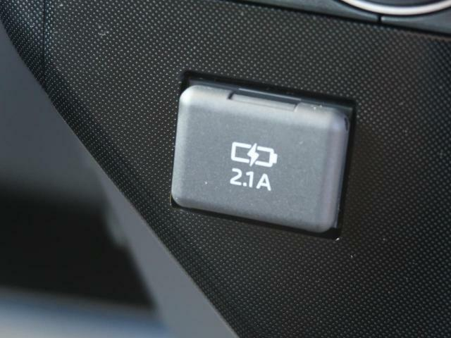 あると便利「USB入力端子」付き!携帯の充電などできちゃいます!
