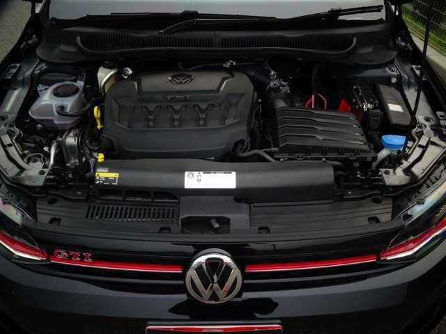 そしてエンジンルーム、147kW(200馬力:カタログ値)を発生するたのもしいヤツ!(続く)