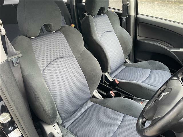 運転席は多少の痛みはありますが、気にならない程度です。シート自体はバケットシートタイプで座り心地は良いです。