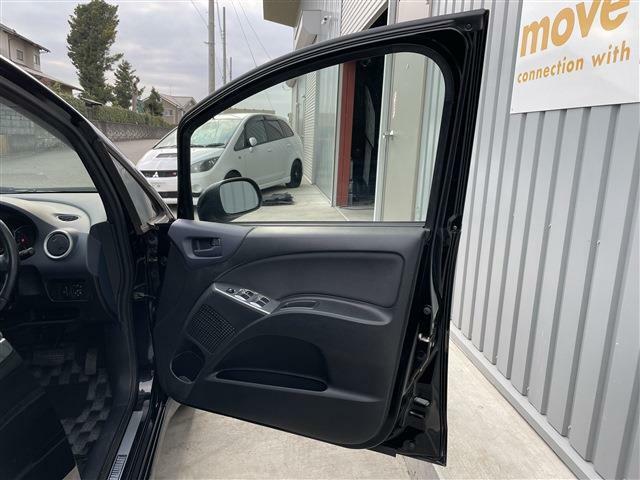 運転席側のドア内張画像です。