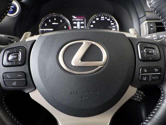 お車を最良のコンディションでお乗りいただくために、レクサス車に精通したテクニカルスタッフがメンテナンスを実施。