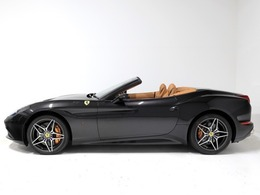・クオイオレザーインテリア・イエローレブカウンター・20インチ鍛造ダイヤモンドリムホイール・フルパワーシート・可倒式リアシート・タイヤプレッシャーモニターが装着されています。