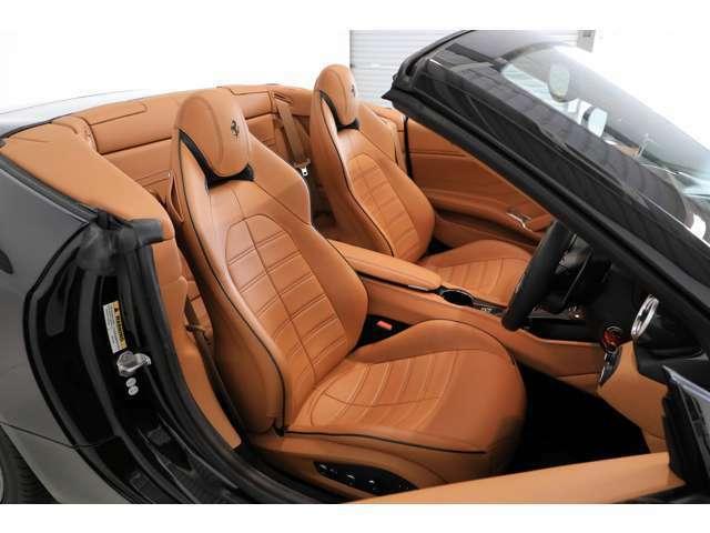 クオイオレザーシートがダイナミックなスポーツドライビングをサポートします。
