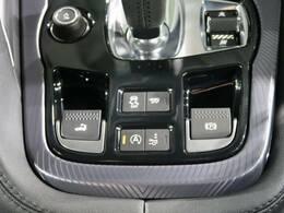 バイパスバルブを操作することで排気音を切り替えられるスイッチャブルアクティブエキゾーストシステムを搭載しております。