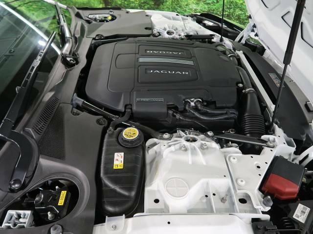 排気量3000ccエンジンには電子制御8速A/Tが搭載され、ストレスのない走りを実現しています。もちろんマニュアルモード、ステアリングパドルシフトも備えております。