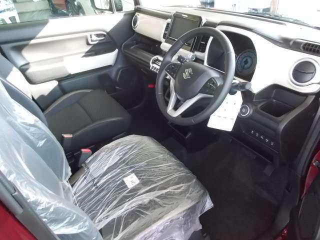 運転席廻りはこんな感じ♪運転席シートの高さ調整できる機能+ハンドル高さ調整もできる優れもの♪撥水加工シート♪MZグレードのみ♪