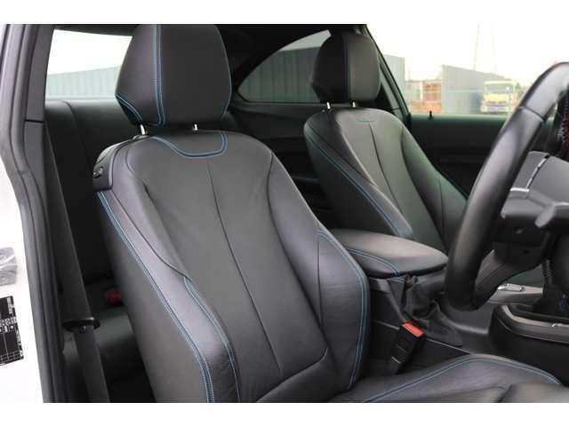 電動フロントシート メモリー機能付き / スポーツ・シート(電動調整式サイド・サポート付き)