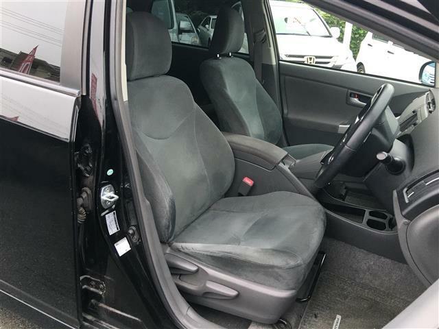 【運転席・助手席】シートなどの状態もよく、目立つような傷や汚れはありません。