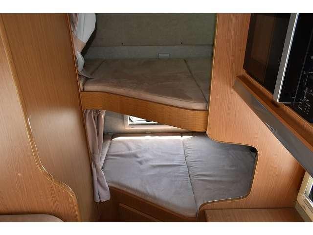 2段ベット仕様です。ベット下に荷物なども収納可能となります。
