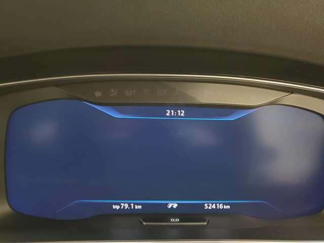 マイナーチェンジ後で12.3インチのフル液晶モニターになってます。