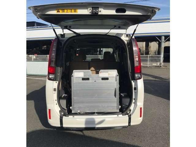 お届けの際、丁寧に車いすリフトや固定器具の使い方をご案内しますので、はじめての方でも安心です!