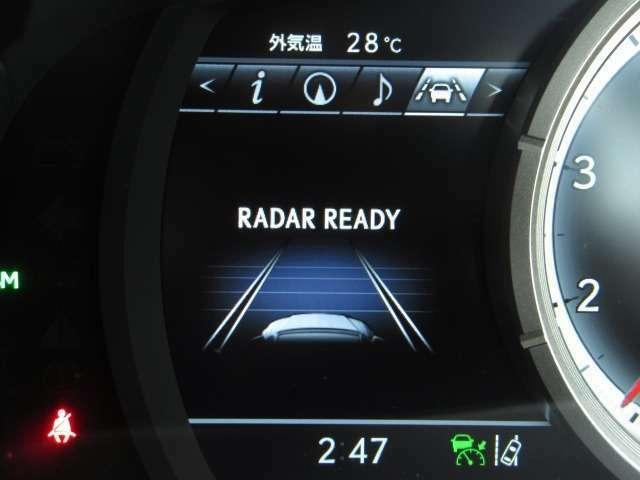 Bプラン画像:全車速追従機能付レーダークルーズはアイドリングストップとの連携機能を採用。作動時に停車した場合、前車の発進を感知しエンジンが自動で再始動。運転手の発進操作をサポートし利便性と環境性能を両立しました。