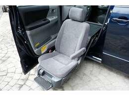 お買い得の『ヴォクシー2.0Z 4WD助手席電動リフトアップシート』が入庫しました!☆一般道、高速道路、試運転実施済みです!ご試乗も可能です☆