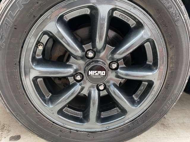 ニスモ製15インチ 8本スポークホイール装着。センターキャップも3Dプリンターで再現!新品タイヤ(205/55R15)装着。