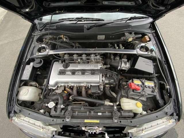 専用エキゾーストマニホールド装着のチューンドSR20DEエンジンがオーテックバージョンの証です。