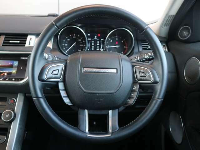 視認性の良い2眼メーター 中央部には液晶の情報パネルを設置し車両設定・情報表示が可能です。