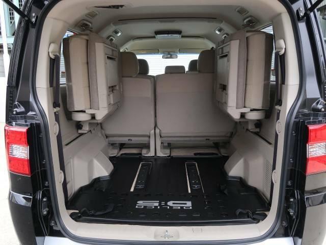 普段のお買い物や通勤、送迎等に十分な荷室スペースを確保しております。セカンドシートを倒すと、大きな荷物の積載も可能です♪