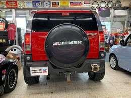 迫力のリアフォルム!大型の背面タイヤカバーが存在感をアピール!