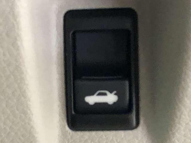 運転席からボタンひとつでトランクを開けることができます★ゴルフ場に着いてパッと開けれるのは便利ですよね★
